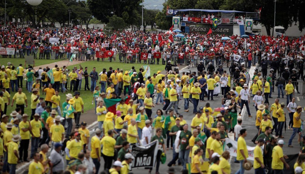 People take part in a protest against former Brazilian president Luiz Inacio Lula da Silva while the Supreme Court issues its final decision about his habeas corpus plea, in Brasilia