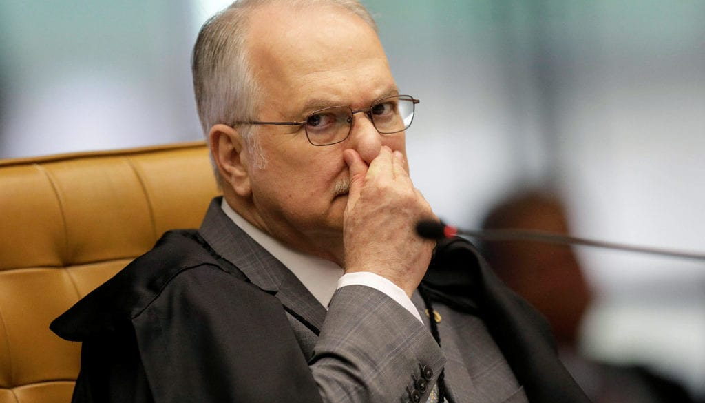Judge Edson Fachin gestures during a session of the Supreme Court to decide whether judge Edson Fachin continues as rapporteur for JBS and can approve ratification agreements, in Brasilia
