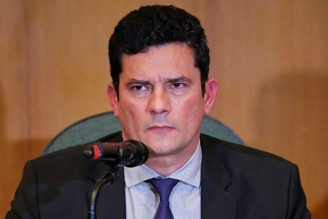 Brazilian Federal Judge Sergio Moro, incoming Brazilian Justice and Public Security Minister, gestures a press conference at the Federal Justice Court in Curitiba, Brazil on November 06, 2018. (Photo by Heuler Andrey / AFP)