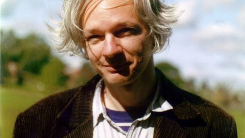1017px-Julian_Assange_full