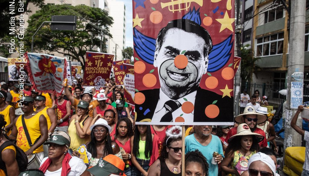 Desfile do Bloco Mudança do Garcia durante Carnaval 2019 de Sal