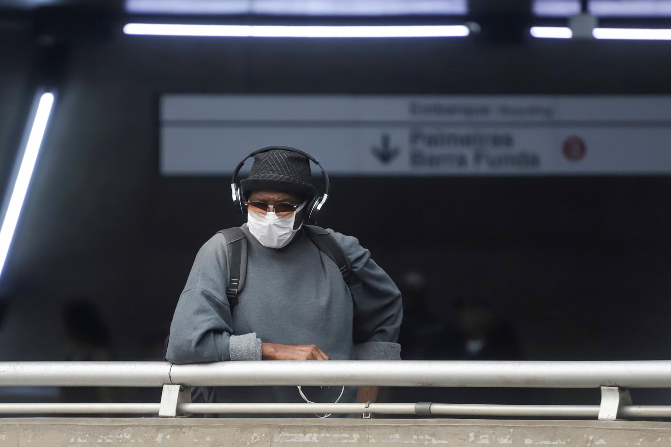 A man wears a protective face mask at a subway station after reports of the coronavirus in Sao Paulo, Brazil March 6, 2020. REUTERS/Rahel Patrasso