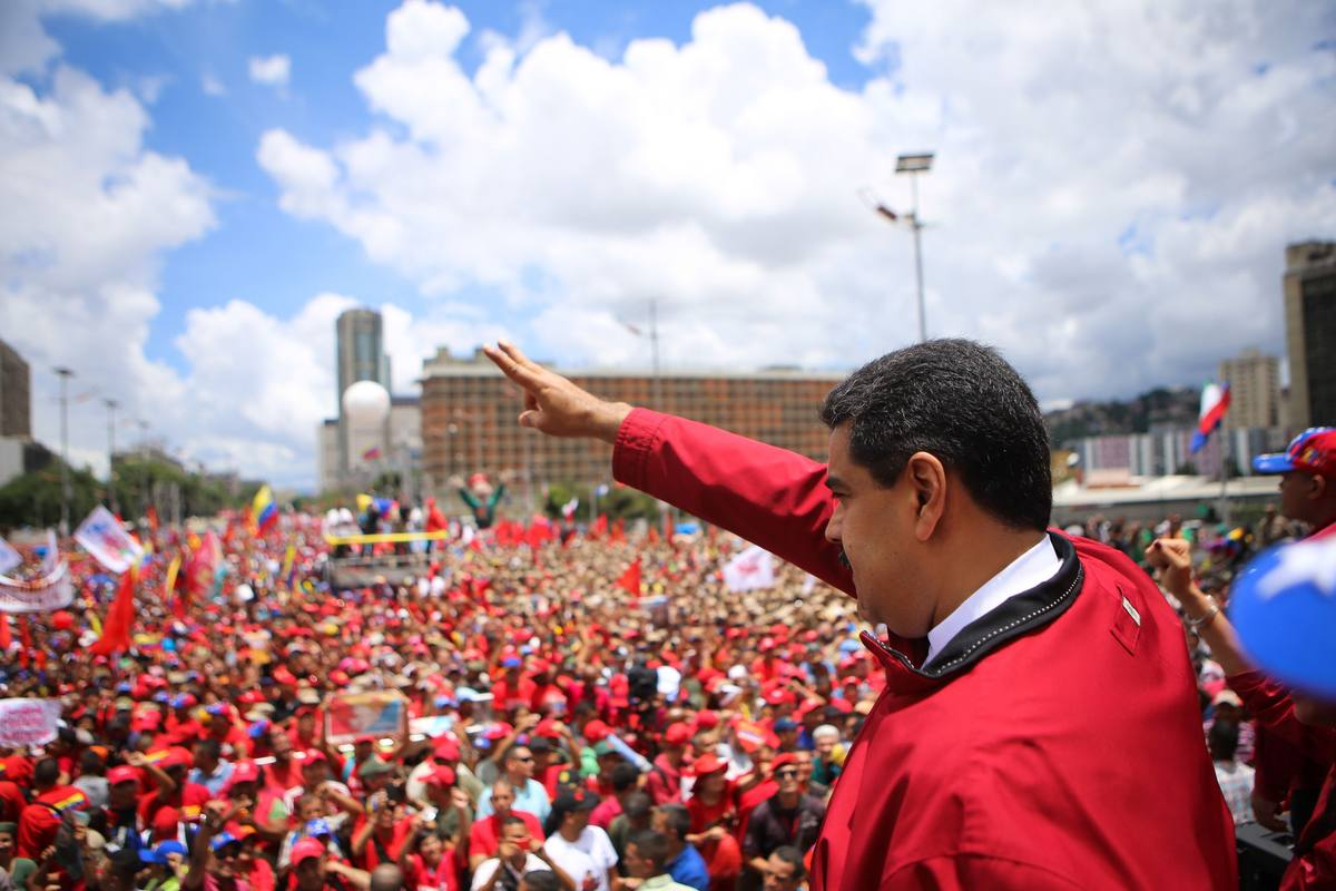This photo released by Venezuelan presidential press office is seen President Nicolas Maduro during a rally in Caracas on September 1, 2016. Venezuela's opposition and government head into a crucial test of strength Thursday with massive marches for and against a referendum to recall President Nicolas Maduro that have raised fears of a violent confrontation. / AFP PHOTO / Marcelo_Garcia
