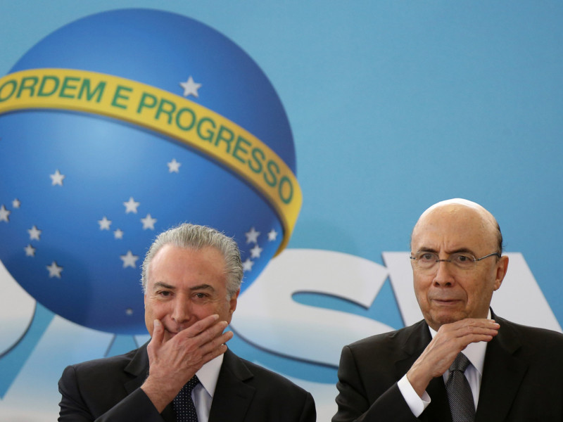 Brazil's President Michel Temer and Brazil's Finance Minister Henrique Meirelles gesture during a ceremony to launch the new program of the Brazilian state development lender BNDES at the Planalto Palace in Brasilia, Brazil August 23, 2017. REUTERS/Adriano Machado